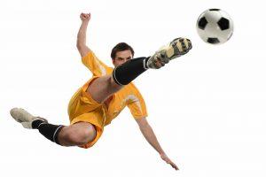 Kickar boll med vit bakgrund
